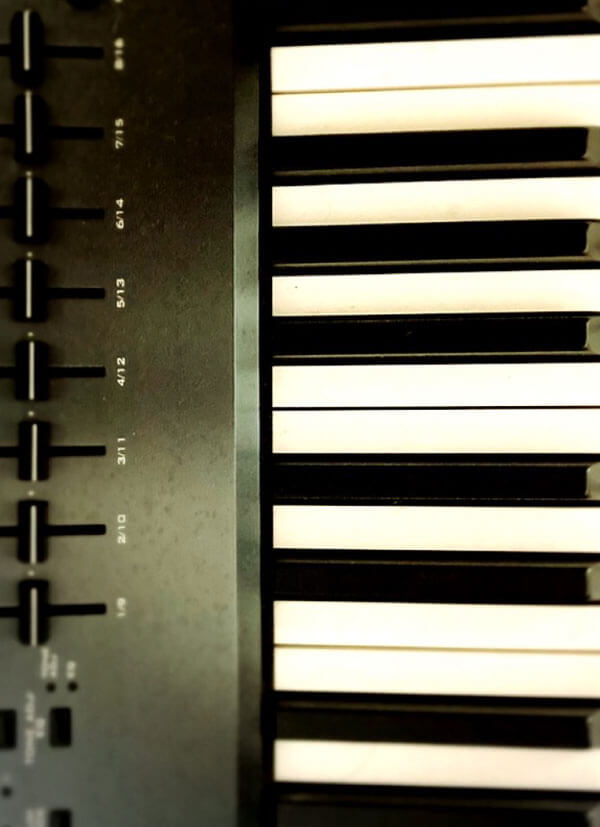 ロックピアノ ボップスピアノ ビアノの弾き語り